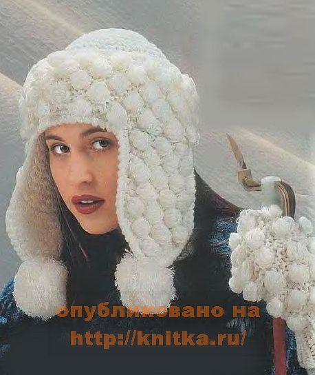 Вязаная шапка-ушанка и варежки