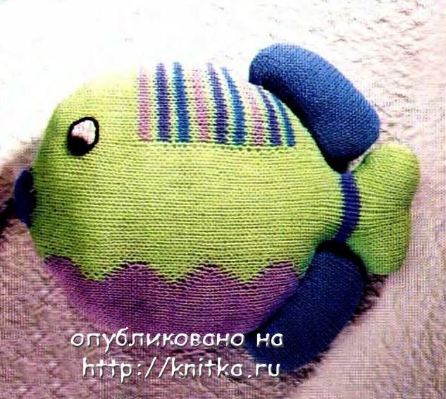 Вязаная спицами игрушка - рыба