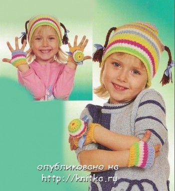 Полосатый комплект для девочки, связанный спицами. Вязание спицами.