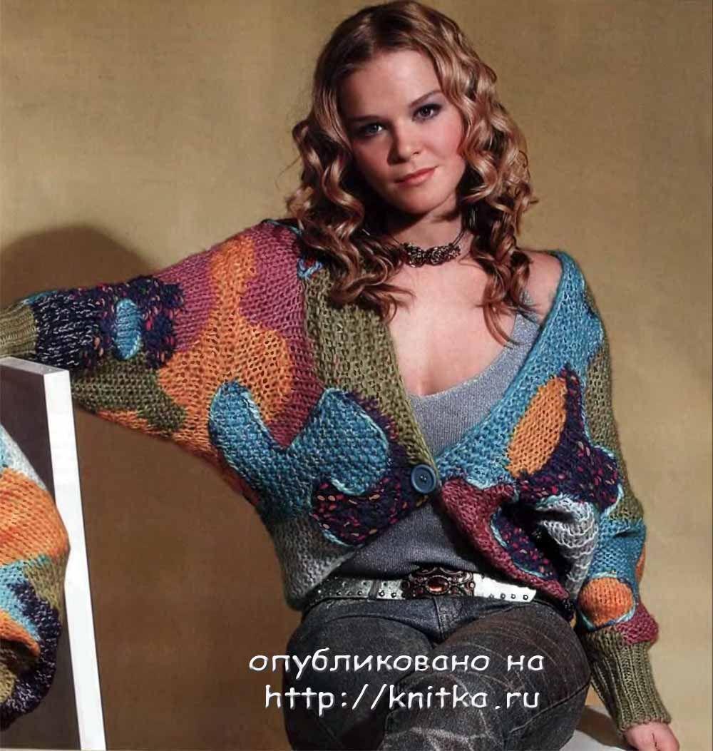 Короткое пальто вязаное спицами с рукавами реглан и.