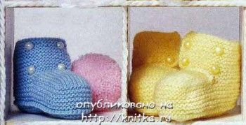 Пинетки для малышей с пуговками. Вязание спицами.