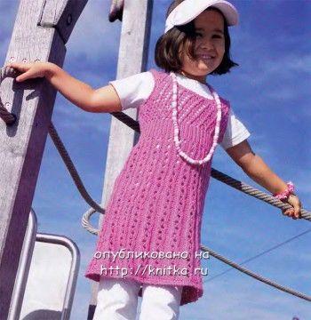 Розовое платье для девочки. Вязание спицами.