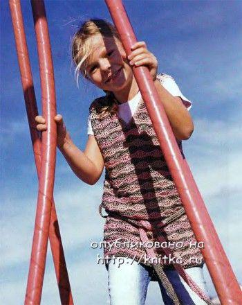 Полосатая туника для девочки. Вязание спицами.