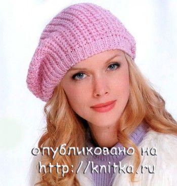 Розовый берет, связанный спицами