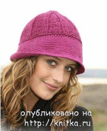 Вязаная спицами шапочка с полями, связанными крючком