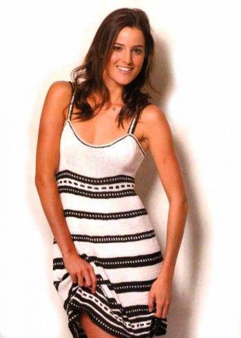 Черно-белый сарафан, связанный спицами для женщин