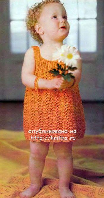 Оранжевое платье для девочки, связанное спицами. Вязание спицами.