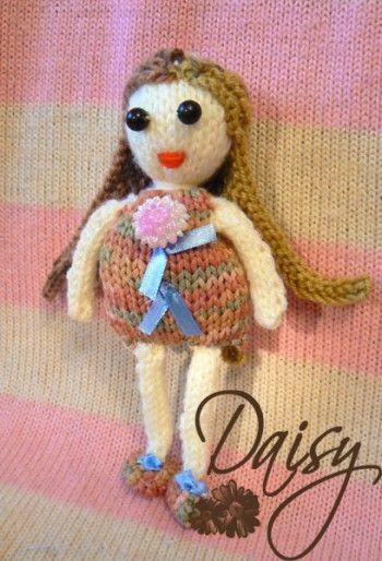 Развивающая кукла для малышей связана спицами