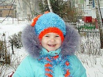 Шапка с завитушками для девочки вязание спицами