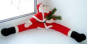 Вязаный спицами Дед Мороз