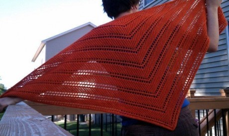 Косынка - шаль, связанная спицами