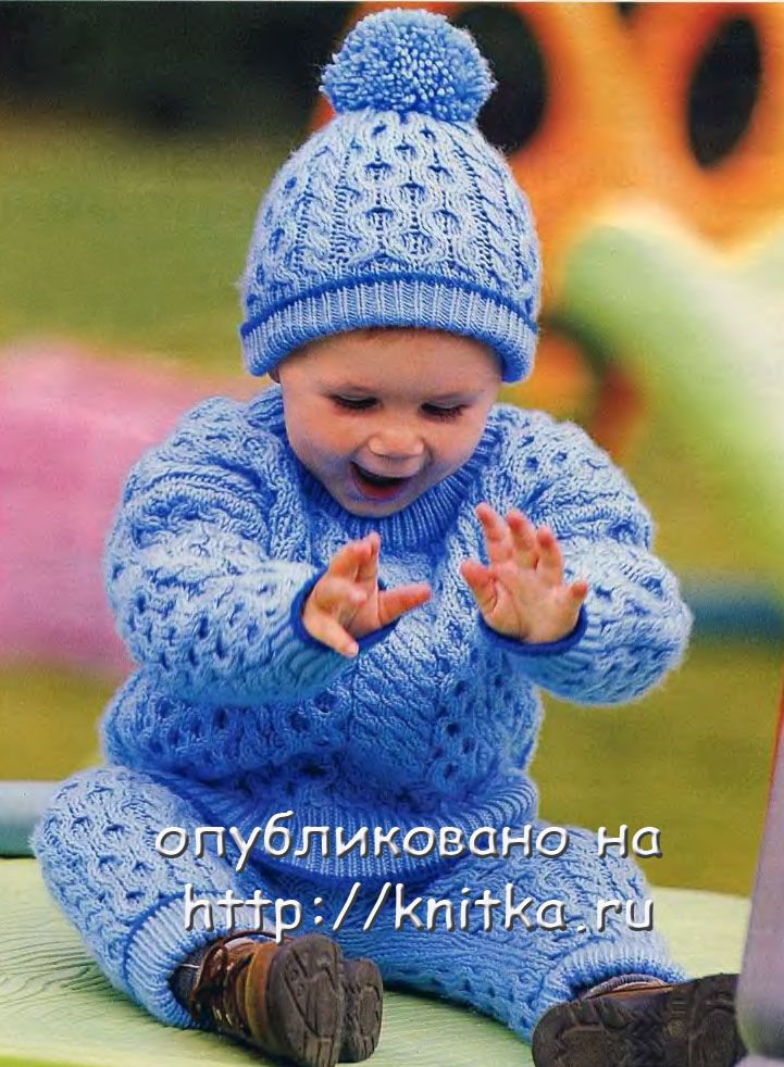 Джемпер, штанишки и шапочка насыщенного синего цвета - такой комплект обязательно понравится вашему малышу.