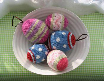 вязаные спицами яйца