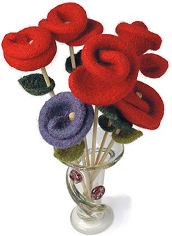 вязаная спицами роза