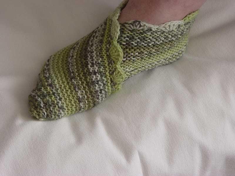 прямоугольные тапочки следки связанные спицами вязание для женщин