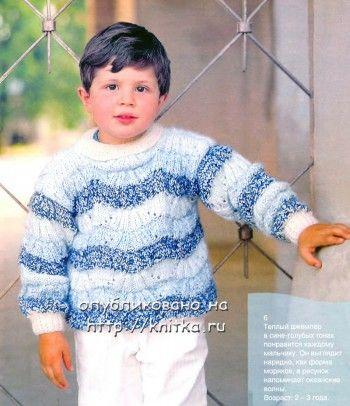 Теплый джемпер в сине-голубых тонах связанный спицами