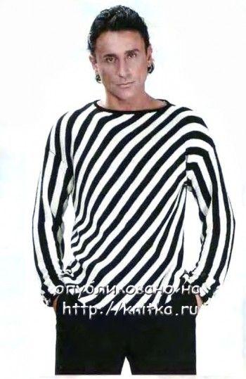 Черно-белый джемпер в полоску связанный спицами