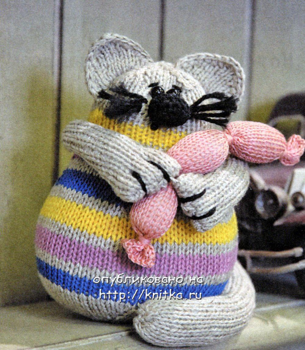 """""""Кот с сардельками """" - игрушка вязаная спицами."""