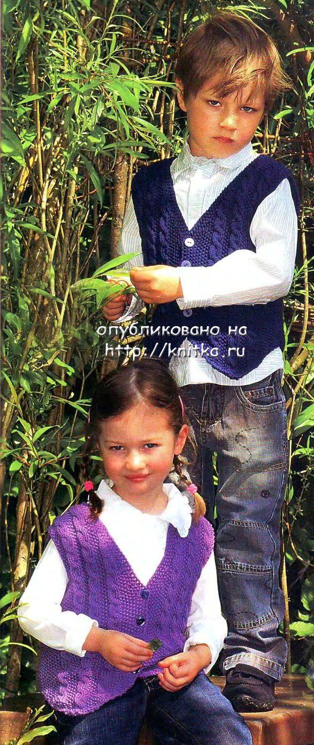 Схема вязания и описание по ссылке.  Жилет с косами для мальчика.