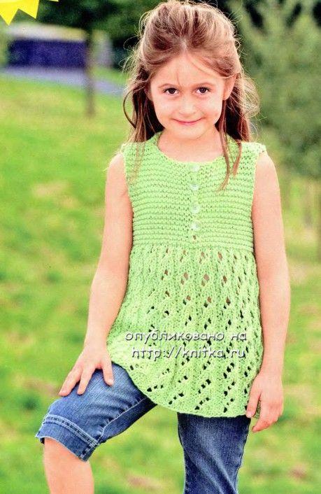 Зеленое платье-сарафан спицами для девочки