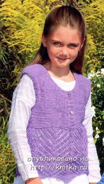 Фиолетовый жилет для девочки. Вязание спицами.