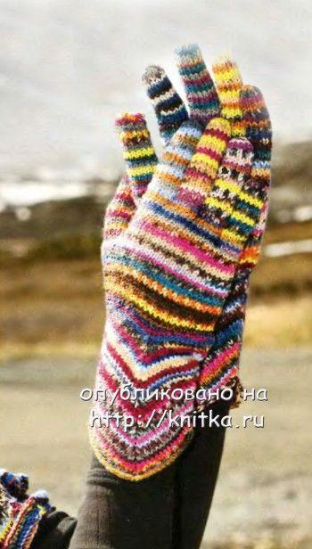 Полосатые перчатки, связанные спицами