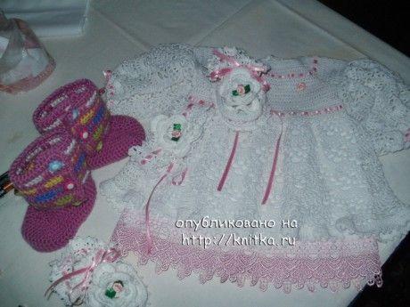 фото вязаных крючком пинеток и платья