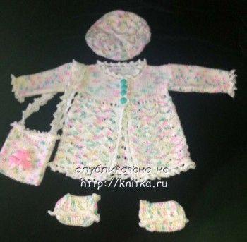 фото комплекта для девочки, связанного спицами