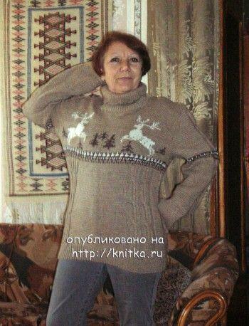 Вязаный свитер с оленями