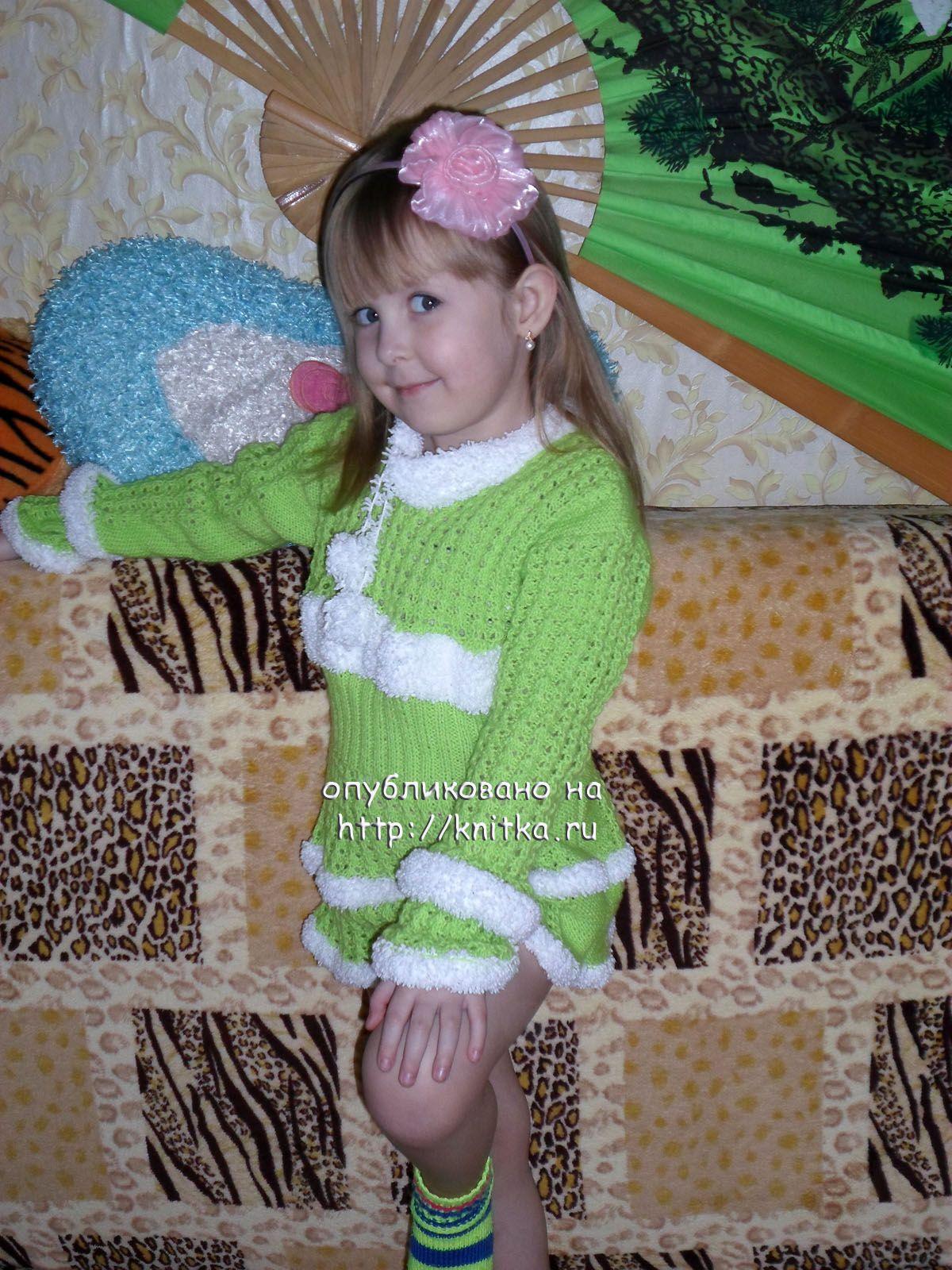 Фото вязаного спицами свитера