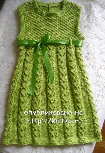 Вязаное спицами платье для девочки. Вязание спицами.