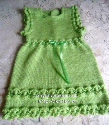 Вязаное платье для девочки - работа Юлии. Вязание спицами.