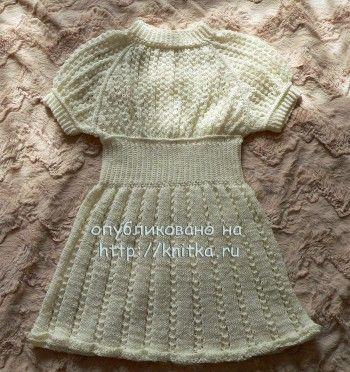 Платье для девочки из микрофибры. Вязание спицами.