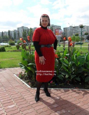 Красное платье с аранами. Вязание спицами.