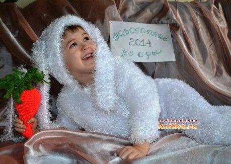 фото вязаного спицами детского костюма