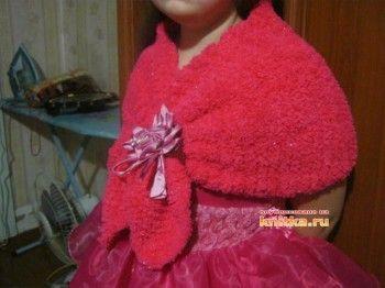 вязаная спицами накидка для девочки