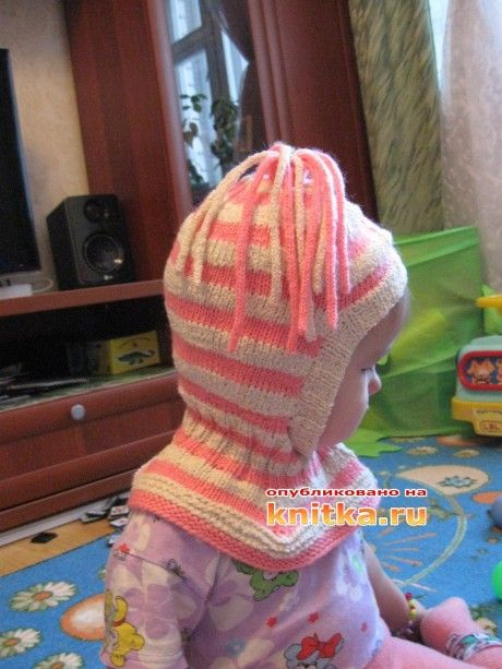 фото вязаной спицами шапки - шлема