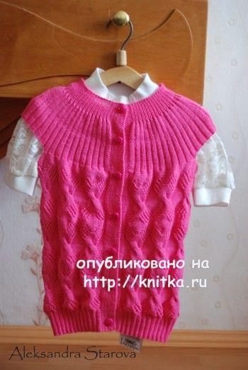 Розовая жилетка для девочки. Вязание спицами.