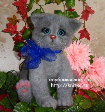 Вязаная игрушка котенок - работа Ирины