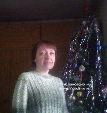 Вязаный спицами свитер - работа Альбины Петровны