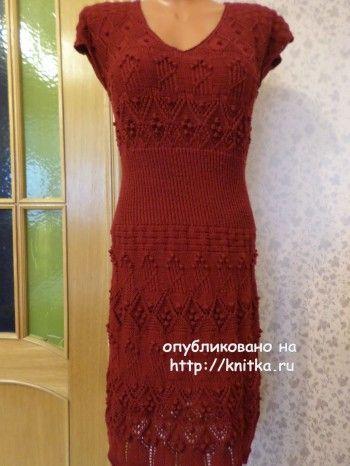 Вязаное спицами платье - работа Светланы
