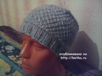 Вязаная спицами шапка - работа Нины