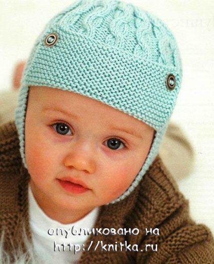 Вязаный спицами шлем для мальчика с косами