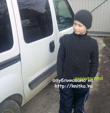Вязаный свитер и шапочка для мальчика - работы Ирины. Вязание спицами.
