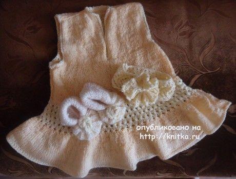 Платье, пинетки и повязка спицами. Работы Валерии. Вязание спицами.