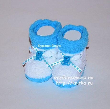 Шапочки и пинетки для мальчиков. Работы Бурковой Ольги вязание и схемы вязания
