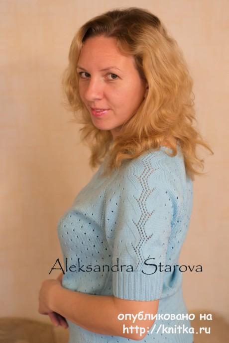 Голубой пуловер спицами