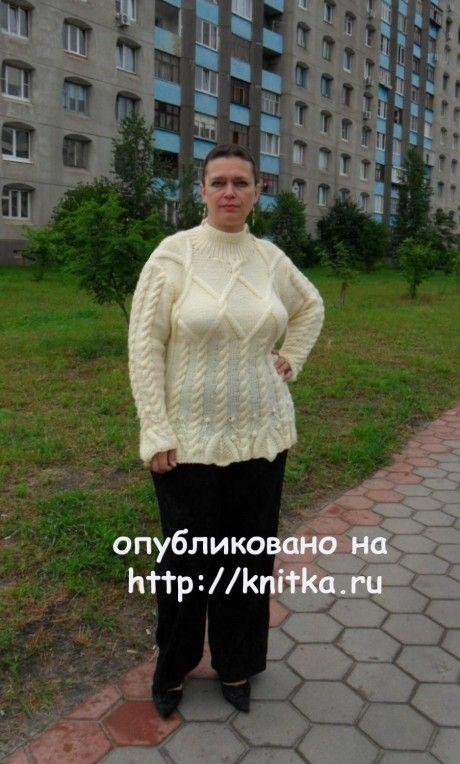 Женский пуловер с аранами. Работа Светланы Шевченко. Вязание спицами.