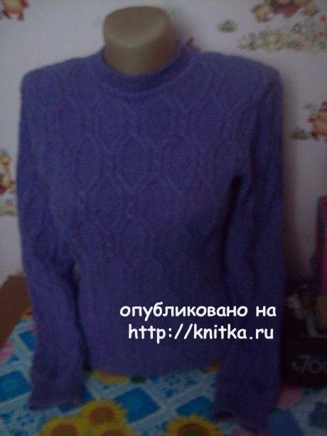 Женский свитер спицами. Работа Елены. Вязание спицами.