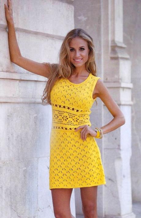 Ажурное мини-платье спицами